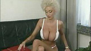 Young hottie slut sucks bbc for money