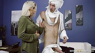 Amber Lett gets a nasty sex in the office